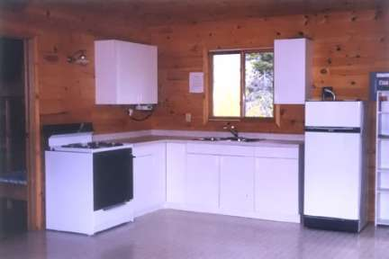 Deluxe Cabins with full kitchens, indoor showers and hot water (#11)